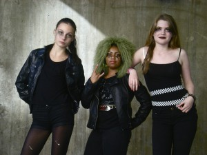 teenage-girls-238963_640